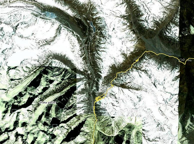 объекты wikimapia наложенные на космоснимок google в удаленном  и плохо картографированном районе перевала Кунзум в Гималаях
