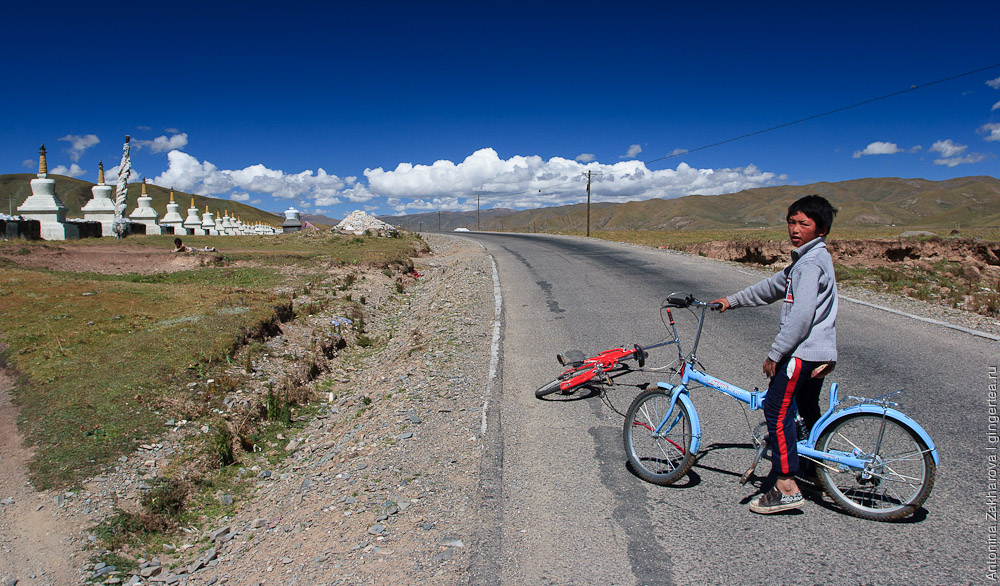 Юный тибетский велосипедист