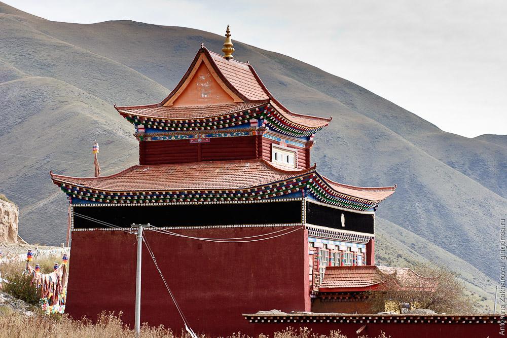 храм в Тибете посвящен Гэсэру