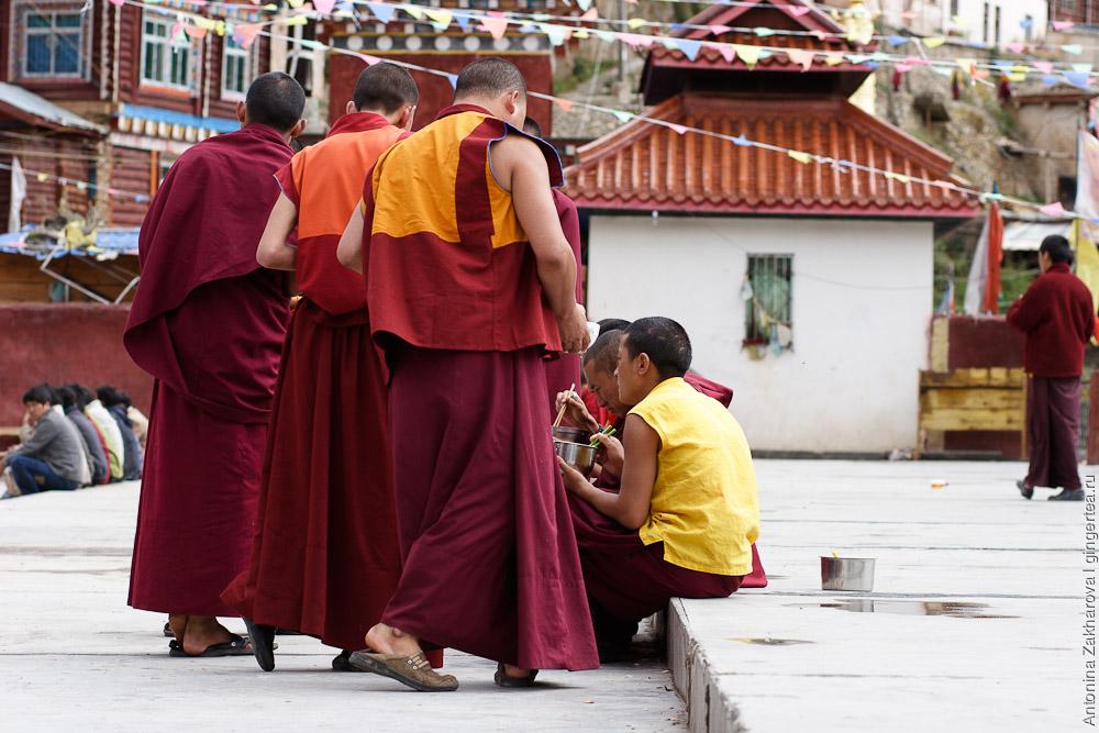 тибет фото монахов звуковые символы, дети