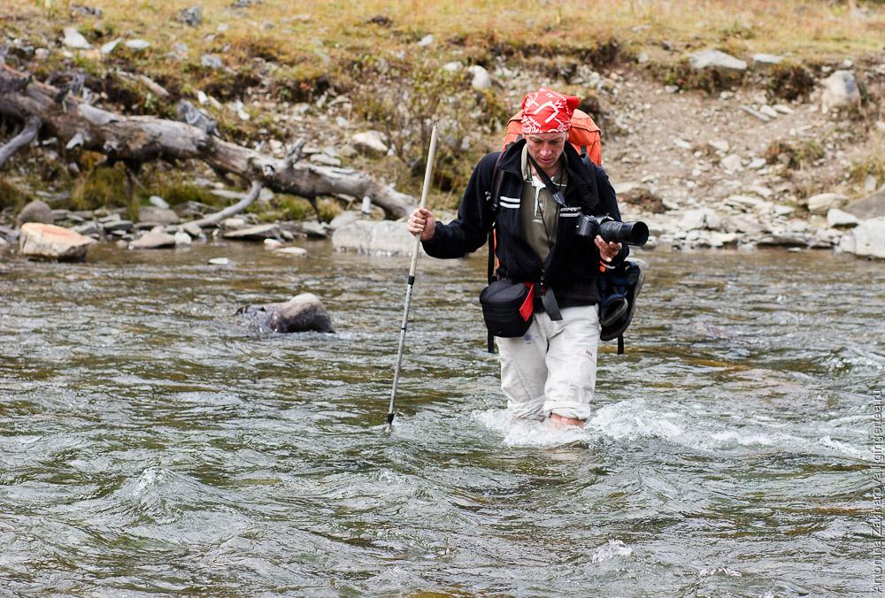 переход реки вброд, wade in the river