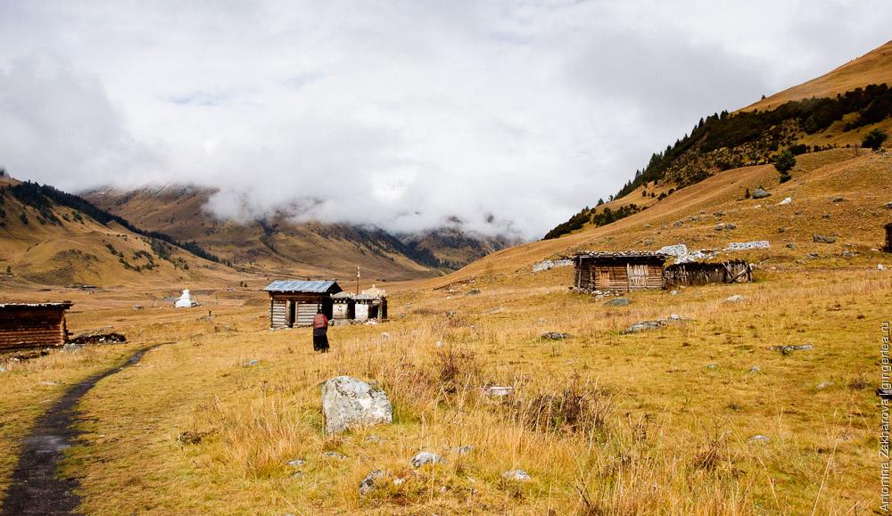На окраине деревне в долине реки Динцюй