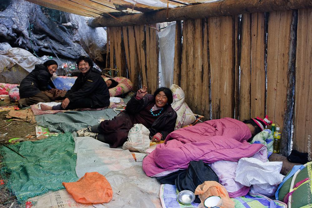 гостиница с паломниками у горы Кавакарпо