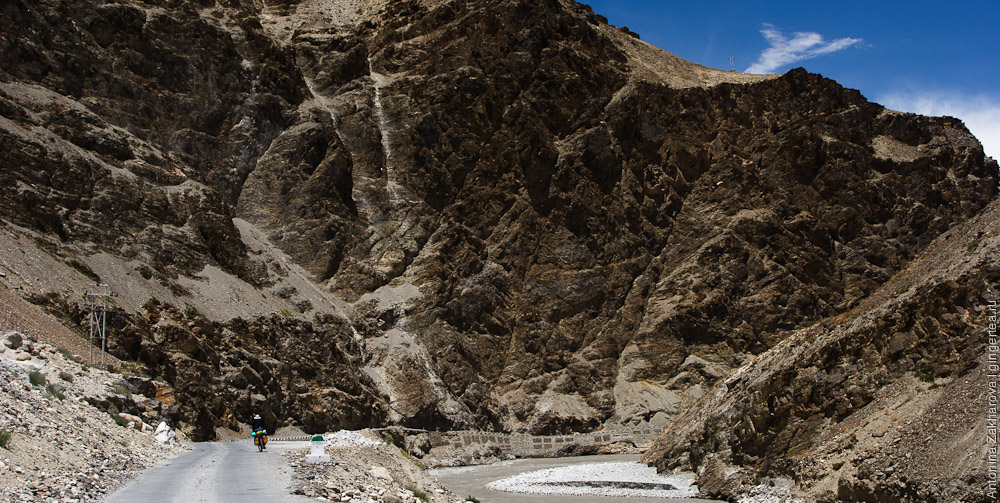 дорога в Верхнем Киннауре, Сумдо, Химачал-Прадеш, Индия, Upper Kinnaur, Sumdo, Himachal-Pradesh, India