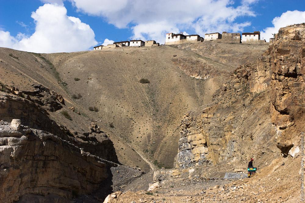 грунтовая дорога из монастыря Ки в село Чичам, деревня Киббер, road from Key monastery to Chicham village, Kibber village