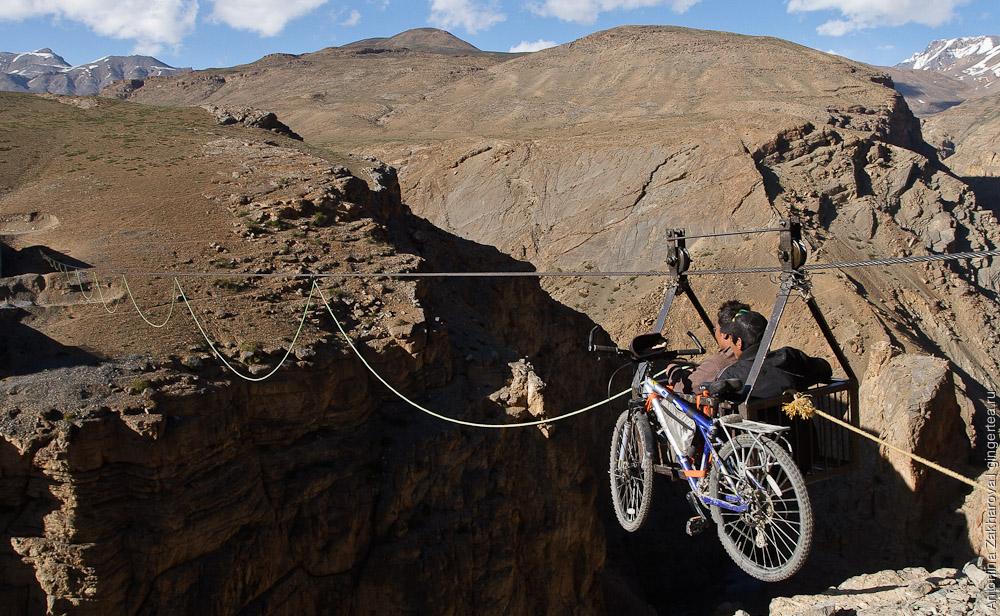 подвесная переправа через пропасть с велосипедом в долине Спити, ropeway in Spiti with bicycle