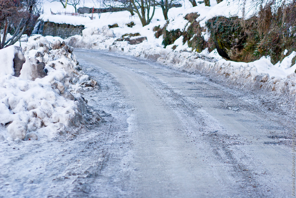 обледеневшая дорога в долине Куллу
