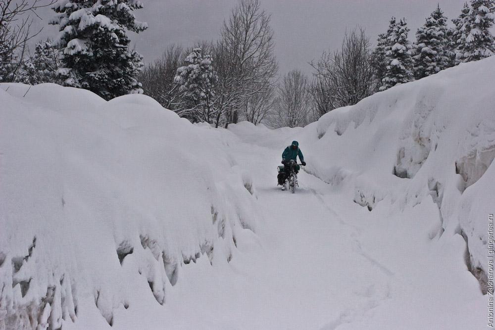 палатка в снегу