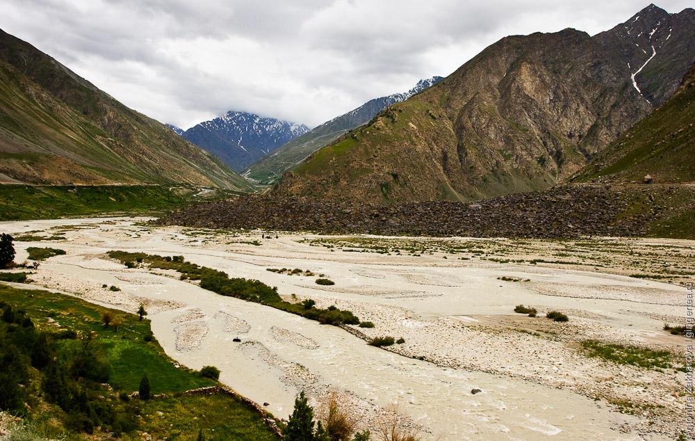 В районе деревни Дарча слияние нескольких притоков реки Бхага