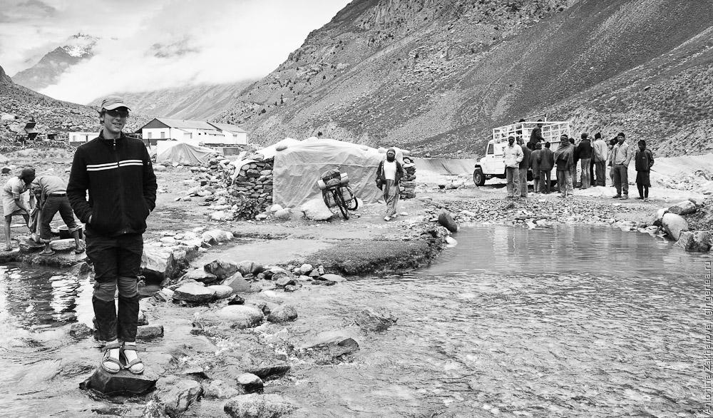 База дорожных рабочих при подходе к перевалу Шинго-Ла