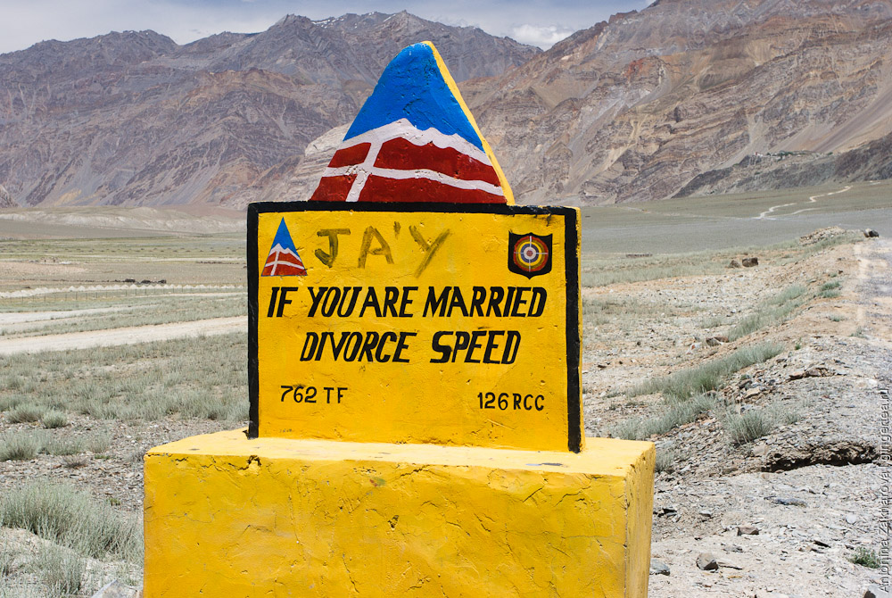 дорожный указатель Организации пограничных дорог в Индии