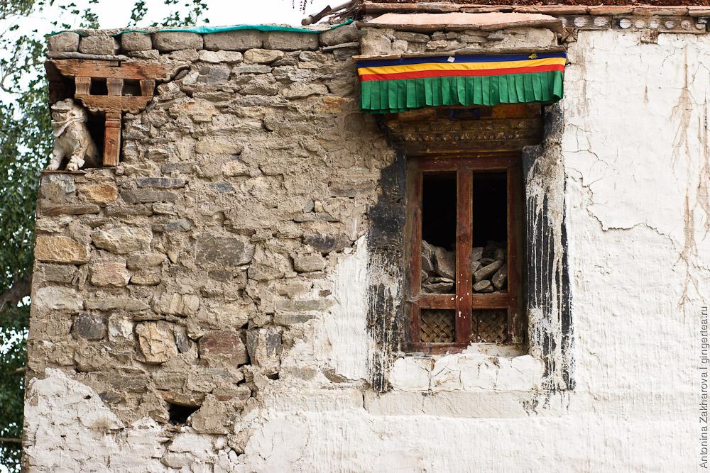 мальчики-монахи в тибетском монастыре, Деревня Сани, Занскар, Индия