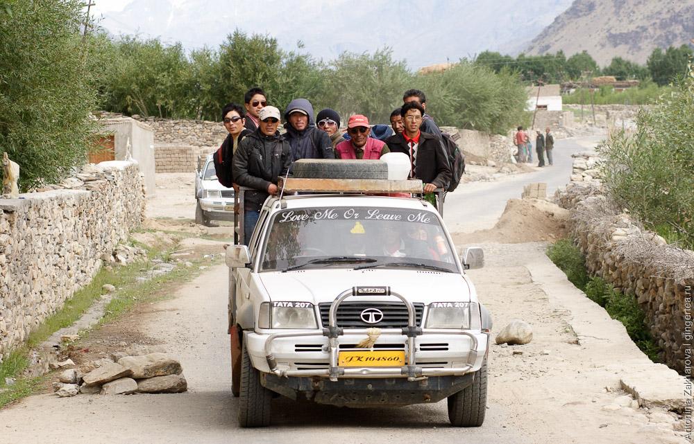 как добраться до Падума, грузовик с людьми