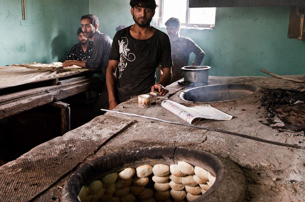 мусульманская пекарня в Каргиле