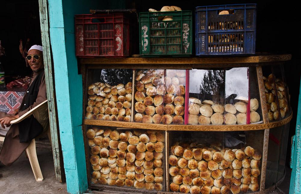 магазин с сухими булками в городе Каргил в Индии