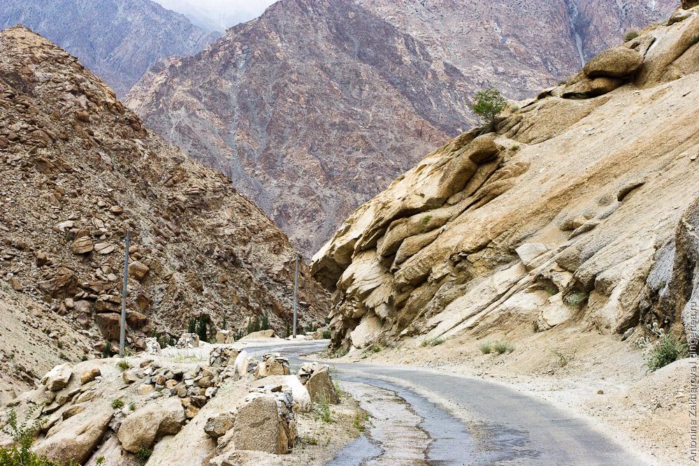 автомобильная дорога с перевала Хамботинг-Ла к долине Инда