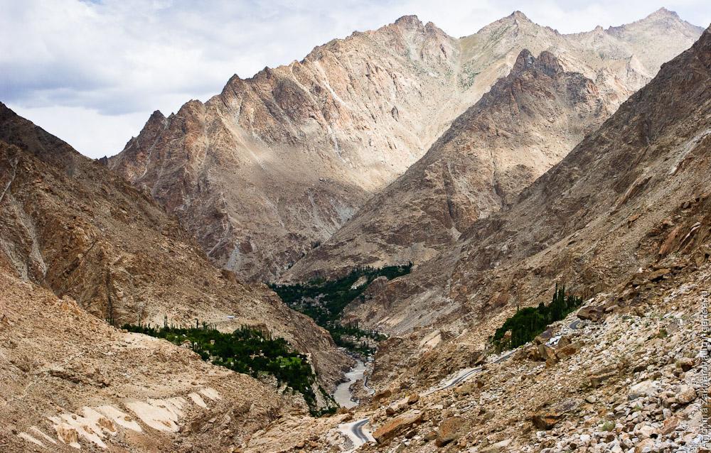 долина Инда рядом с Пакистаном недалеко от села Баталик
