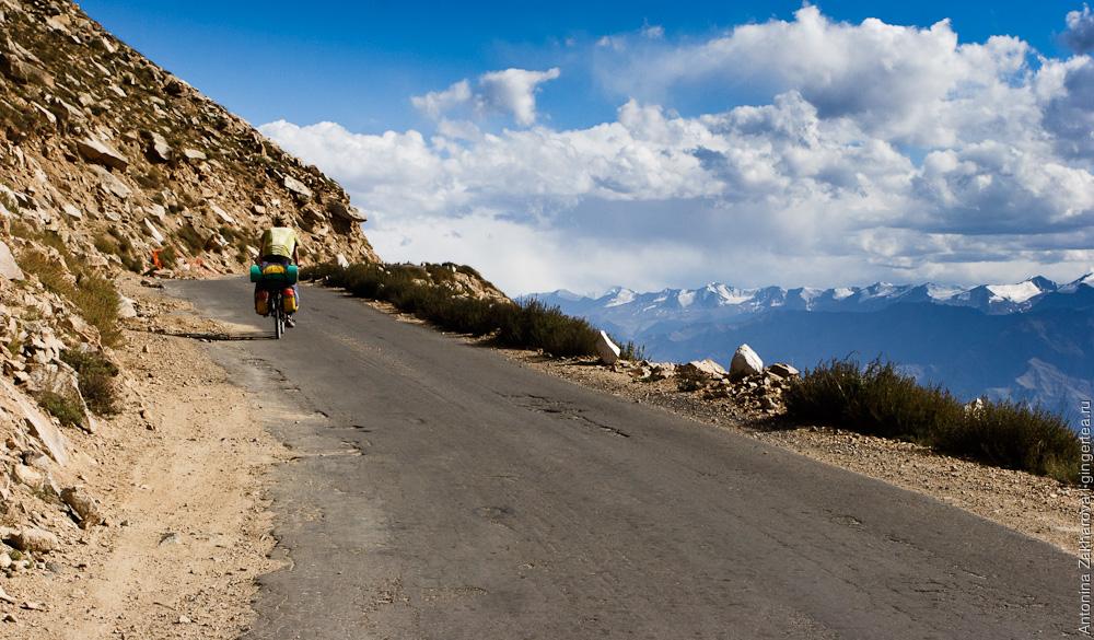 велопоход в Индии в Ладакхе, подъем на перевал Кардунг-Ла