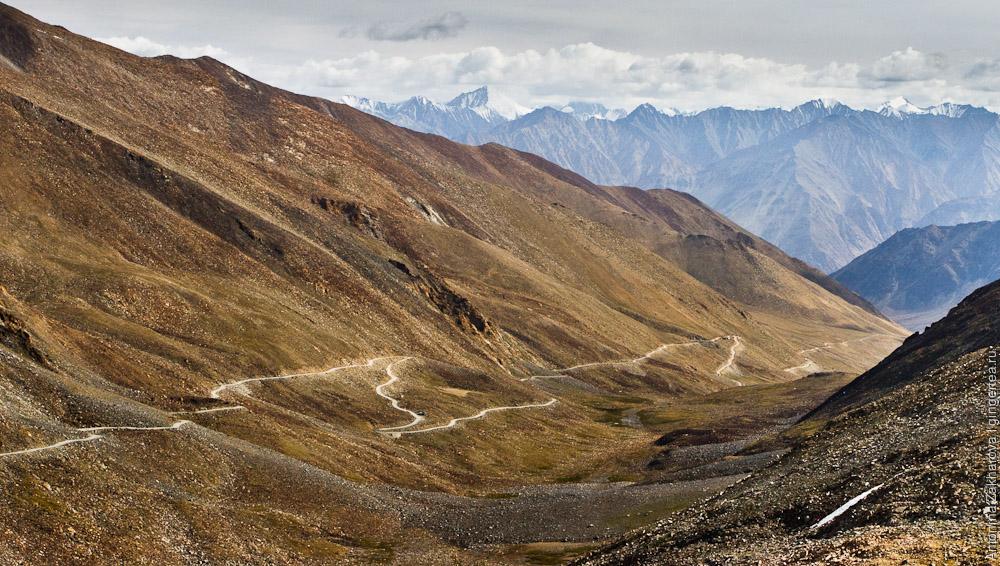 спуск с перевала Кардунг-Ла к долине реки Шайок
