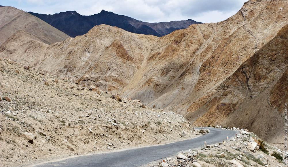 хребет Ладакх, спуск с перевала Кардунг-Ла к долине реки Шайок