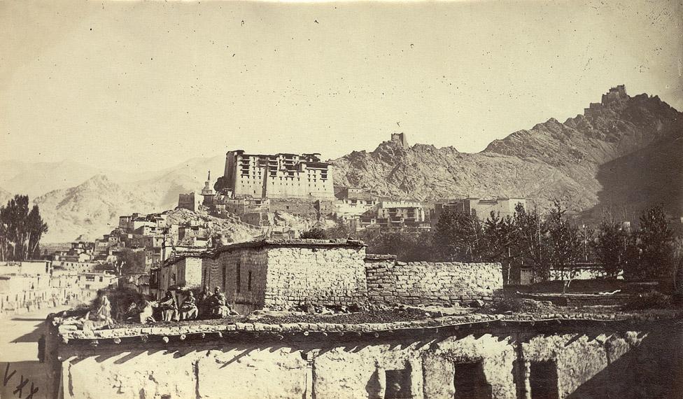 старая фотография базара в Лехе, яркендская миссия в 1873 году