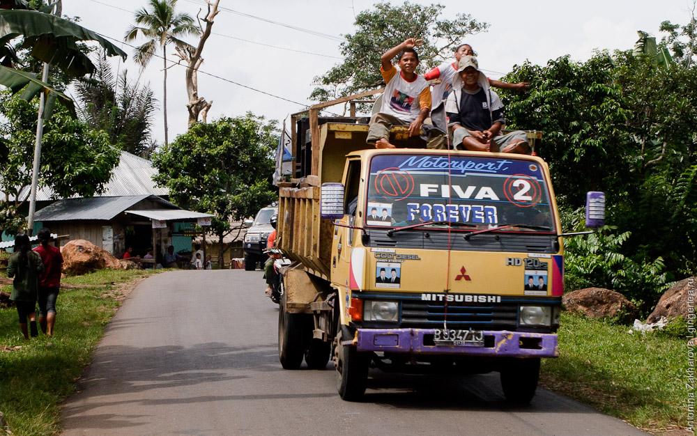 Поездом и автостопом из Джакарты на Бали