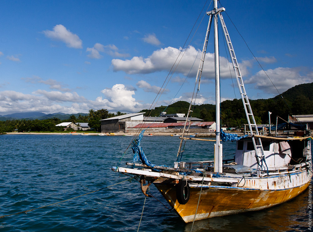 яхта около Рео, a yacht on a Reo pier