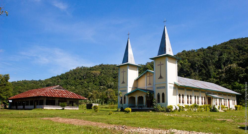 Церковь на острове Флорес, Flores rural church