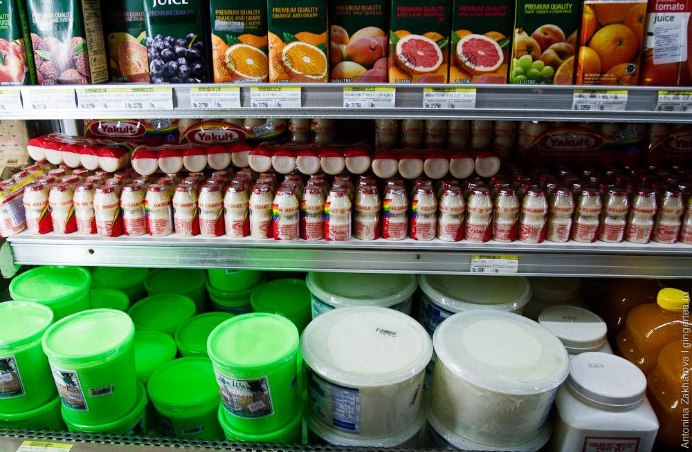 Полки супермаркета на Бали