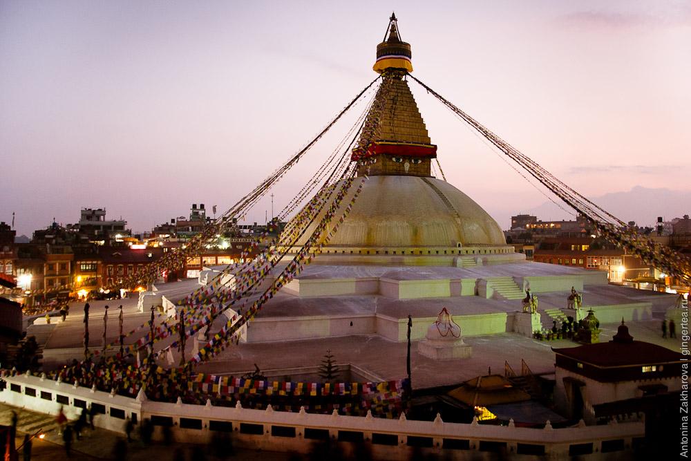 Ступа Боуда в Катманду на закате