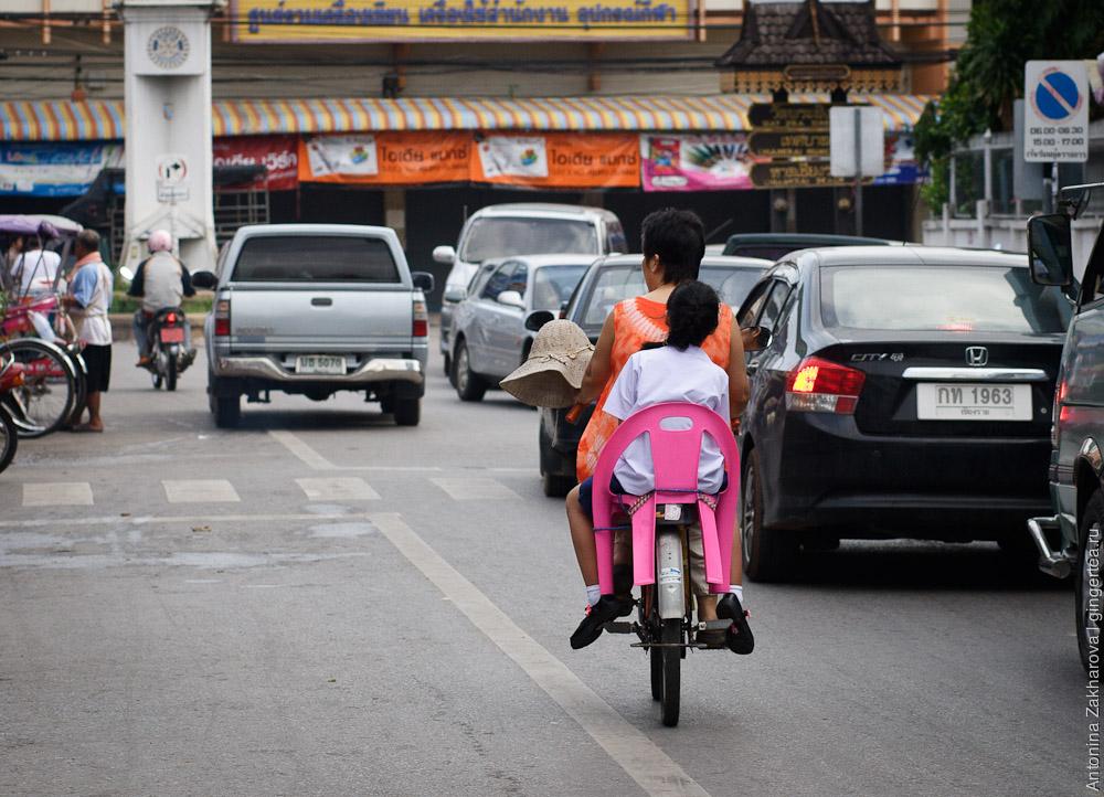 детское сиденье для велосипеда в Таиланде