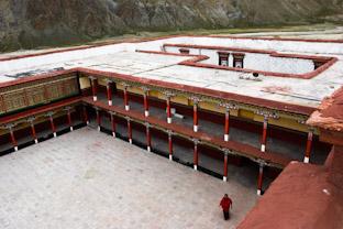 Треккинг в Тибете между монастырями Янгпачен и Цурпху