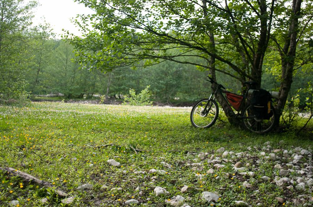 На велосипеде по дороге из Ткуарчала в Гал и по заброшенной прибрежной дороге на Очамчиру
