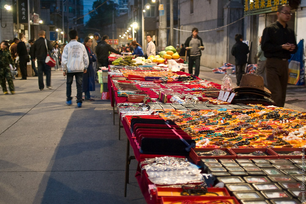 Чем занимаются люди в городе Синин