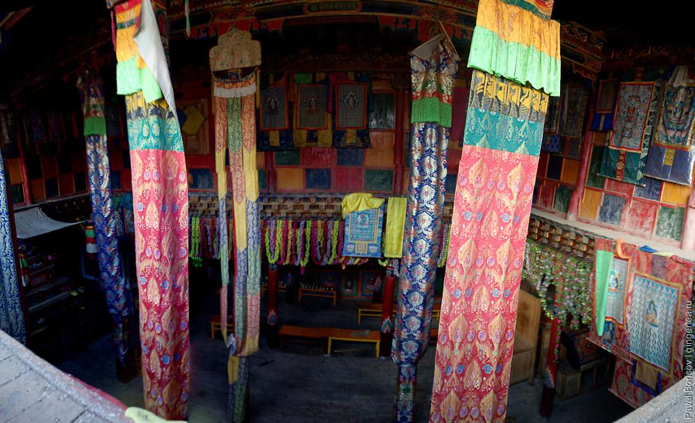 Главный храм пустого тибетского монастыря