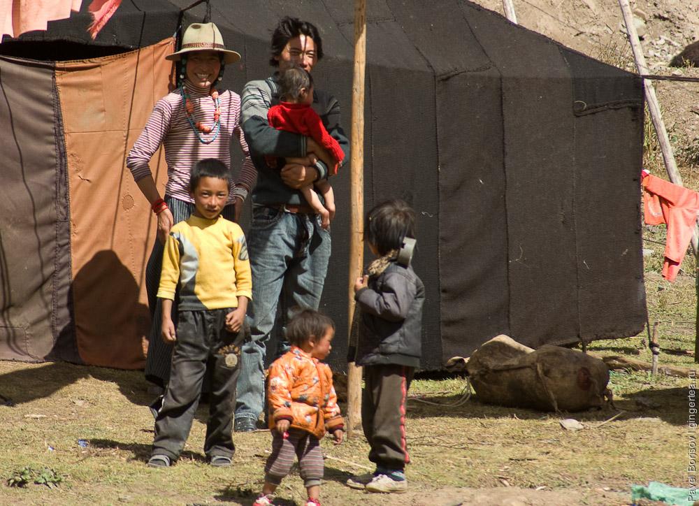 Счастливая тибетская семья