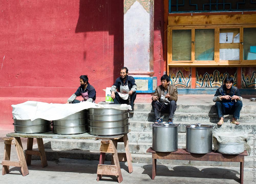 обед в тибетском монастыре