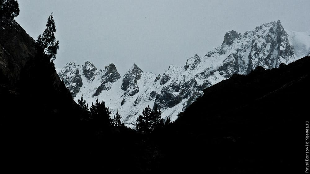 хребет и перевал Розовой долины, у горы Гьеньен, Сычуань
