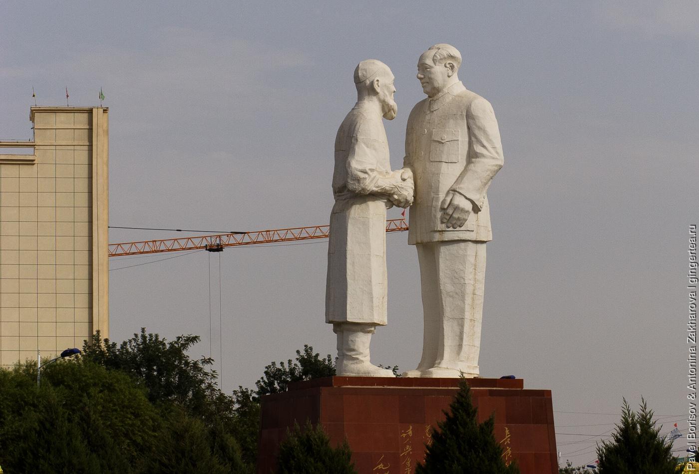 памятник Ленину в Китае