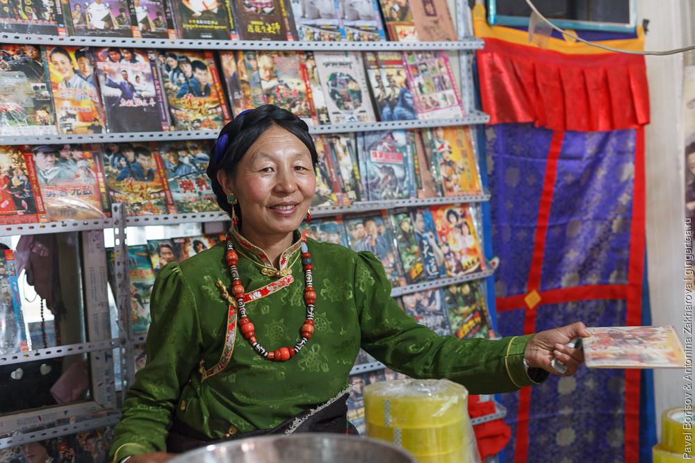 тибетка в городе Цзадо в Цинхае, Китай