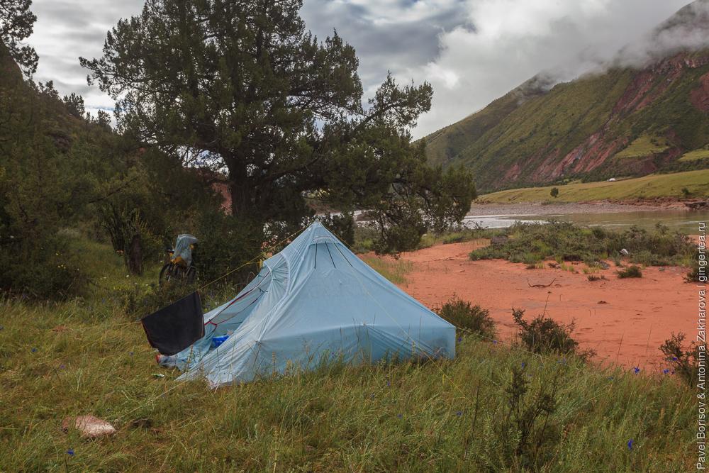 Палатка на берегу Меконга