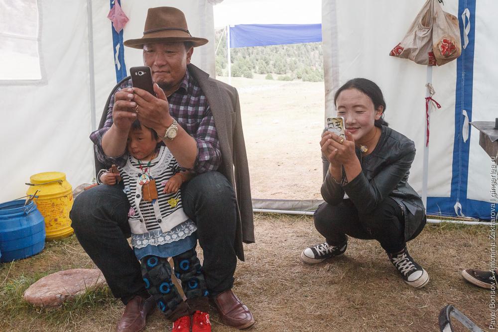 в палатке тибетцев-коченивков в Цинхае