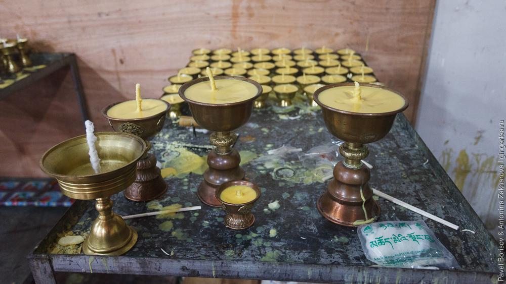 лампады в тибетском храме