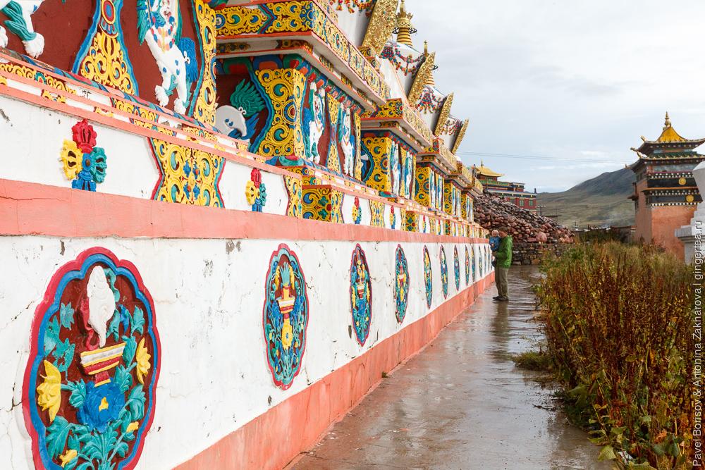 тибетские ступы в городе Дасубэньсы в Цинхае