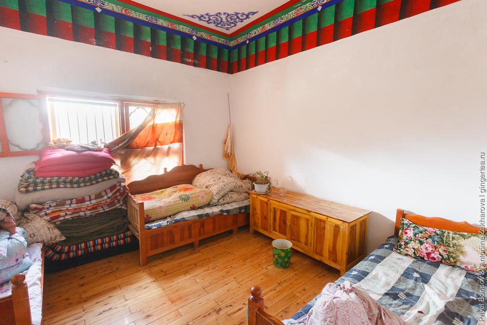 комната в тибетском монастыре