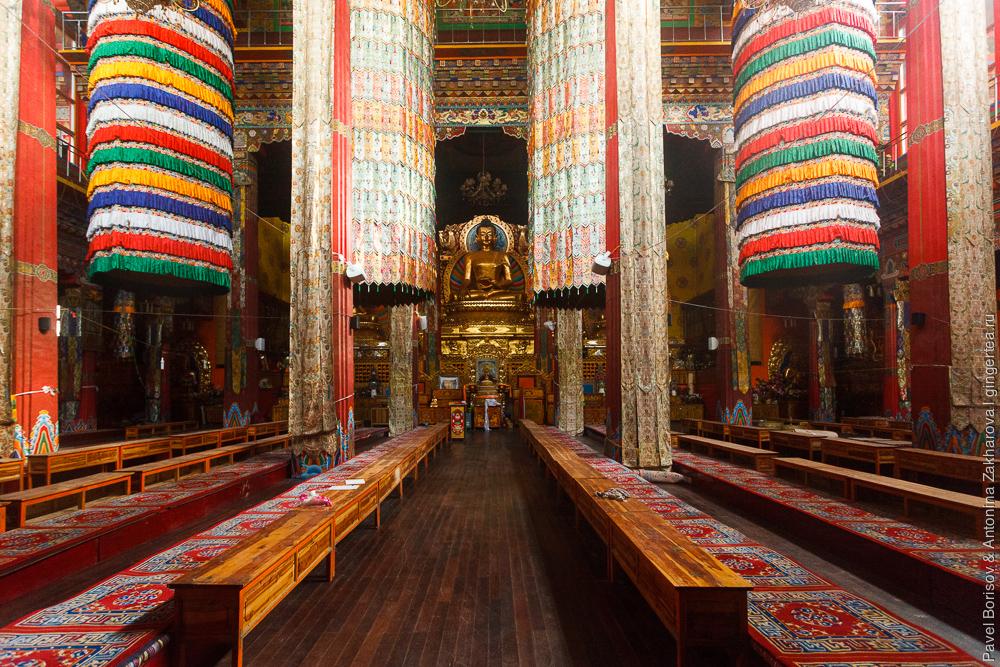 тибетский храм в городке Дасубэньсы в Цинхае