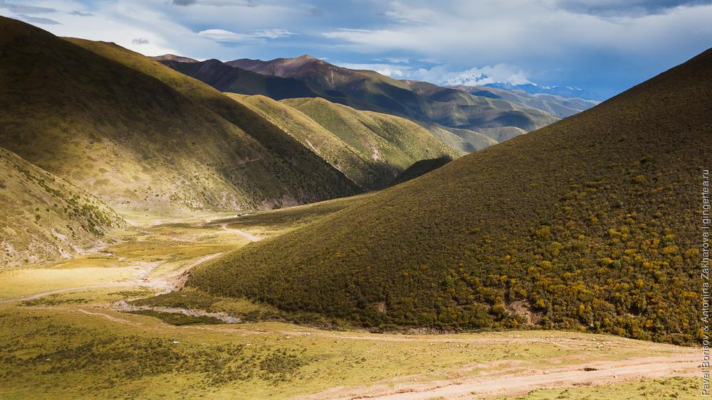 Дорога с перевала Си-Ла, провинция Сычуань, Китай