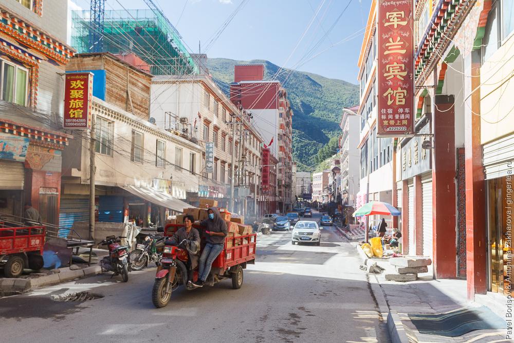 город Дэгэ в провинции Сычуань