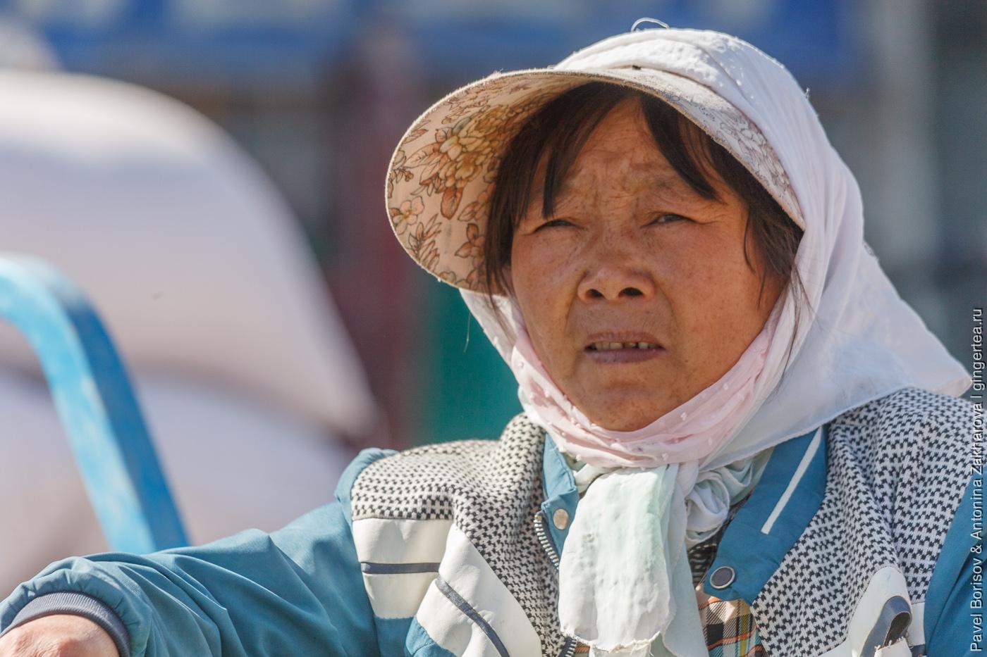 торговка на рынке в Уйгурии