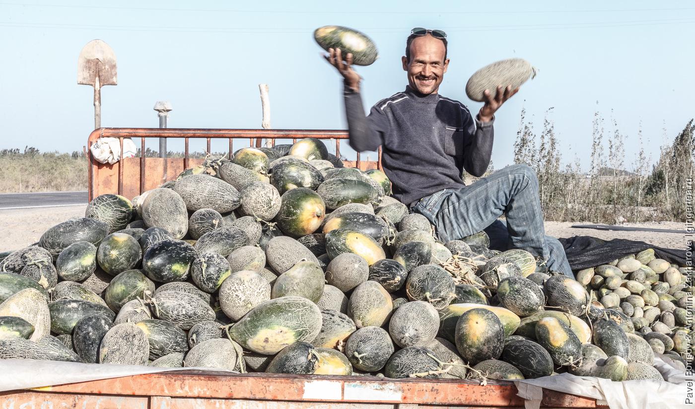 машина с арбузами и дынями в Китае, Уйгурия